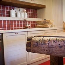 Come tutti i manufatti Di Gregorio, anche le cucine sono realizzate su misura, a seconda dello stile scelto: cucina classica, cucina d'epoca, cucina moderna con banconi e isola, cucina in stile country