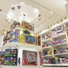 Materiali, precisione dei dettagli, lavorazione artigianale fanno del negozio o del locale un ambiente di classe ed accogliente per il cliente